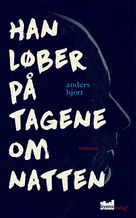 Han løber på tagene om natten af Anders Hjort