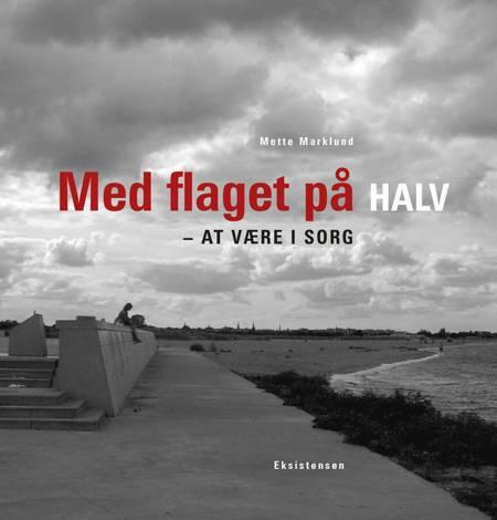 Med flaget på halv af Mette Marklund