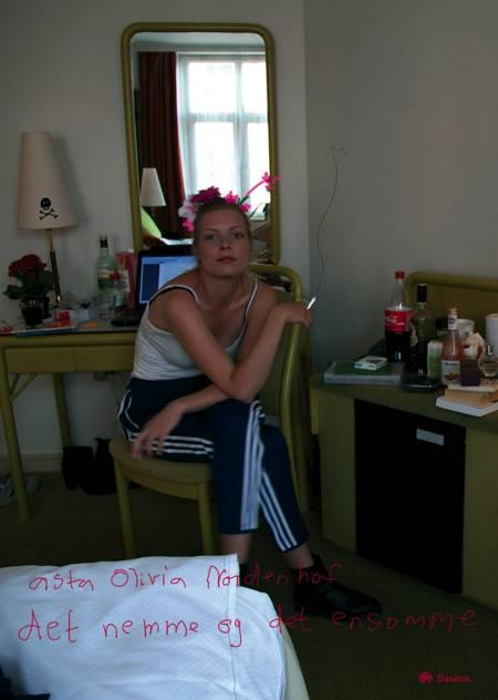 Det nemme og det ensomme af Asta Olivia Nordenhof