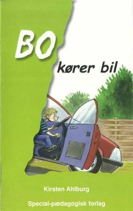 Bo kører bil af Kirsten Ahlburg
