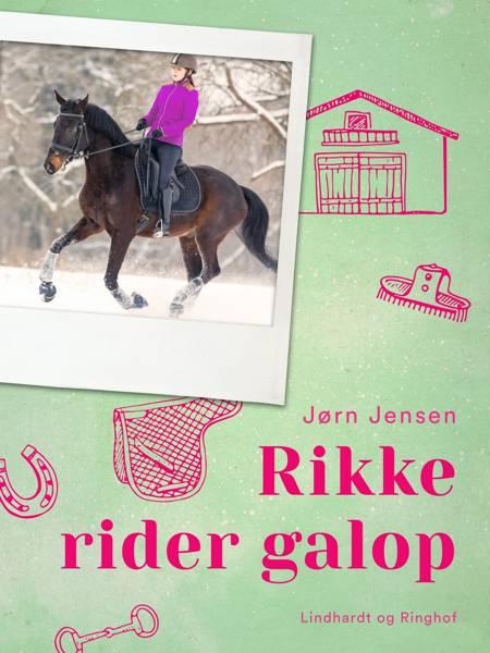 Rikke rider galop af Jørn Jensen