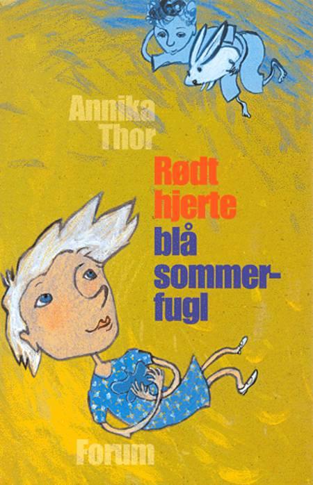 Rødt hjerte blå sommerfugl af Annika Thor