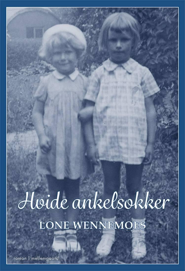 Hvide ankelsokker af Lone Wennemoes