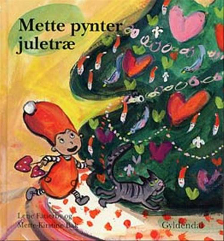 Mette pynter juletræ af Lene Fauerby