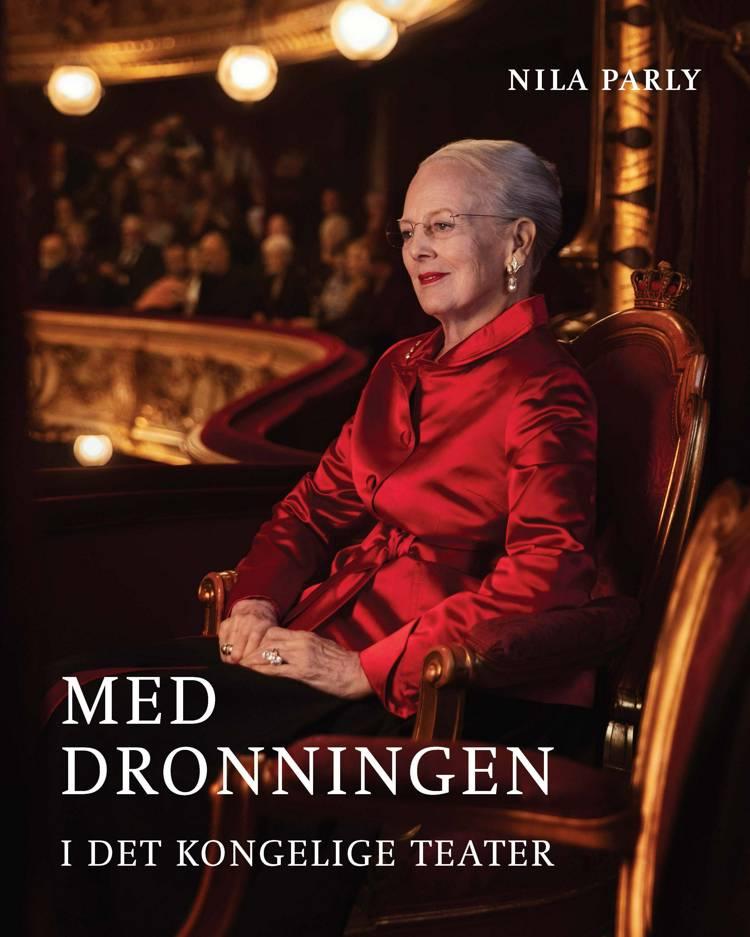 Med dronningen i Det Kongelige Teater af Nila Parly