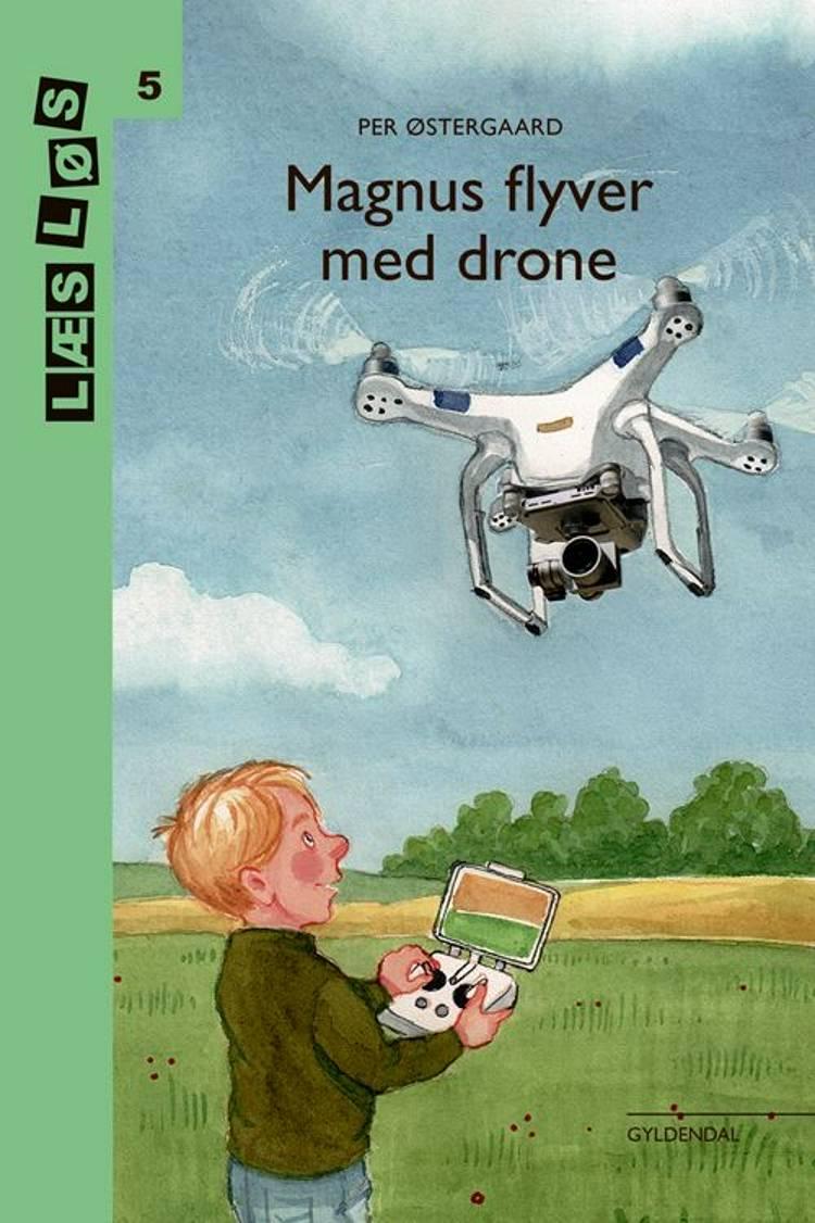 Magnus flyver med drone af Per Østergaard