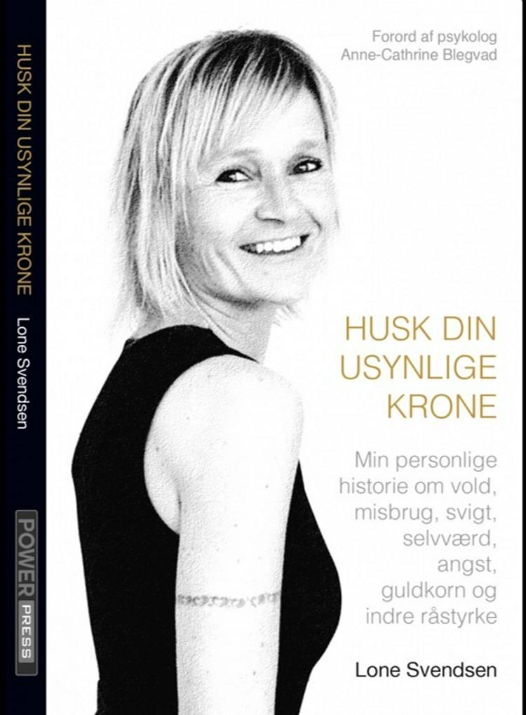 HUSK DIN USYNLIGE KRONE af Lone Svendsen