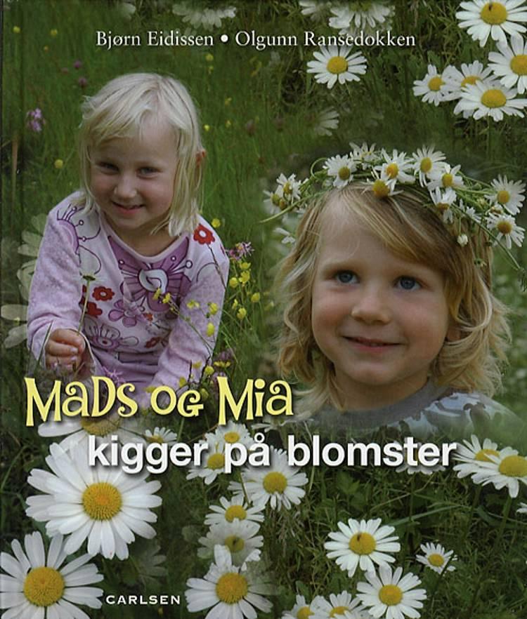Mads og Mia kigger på blomster af Bjørn Eidissen
