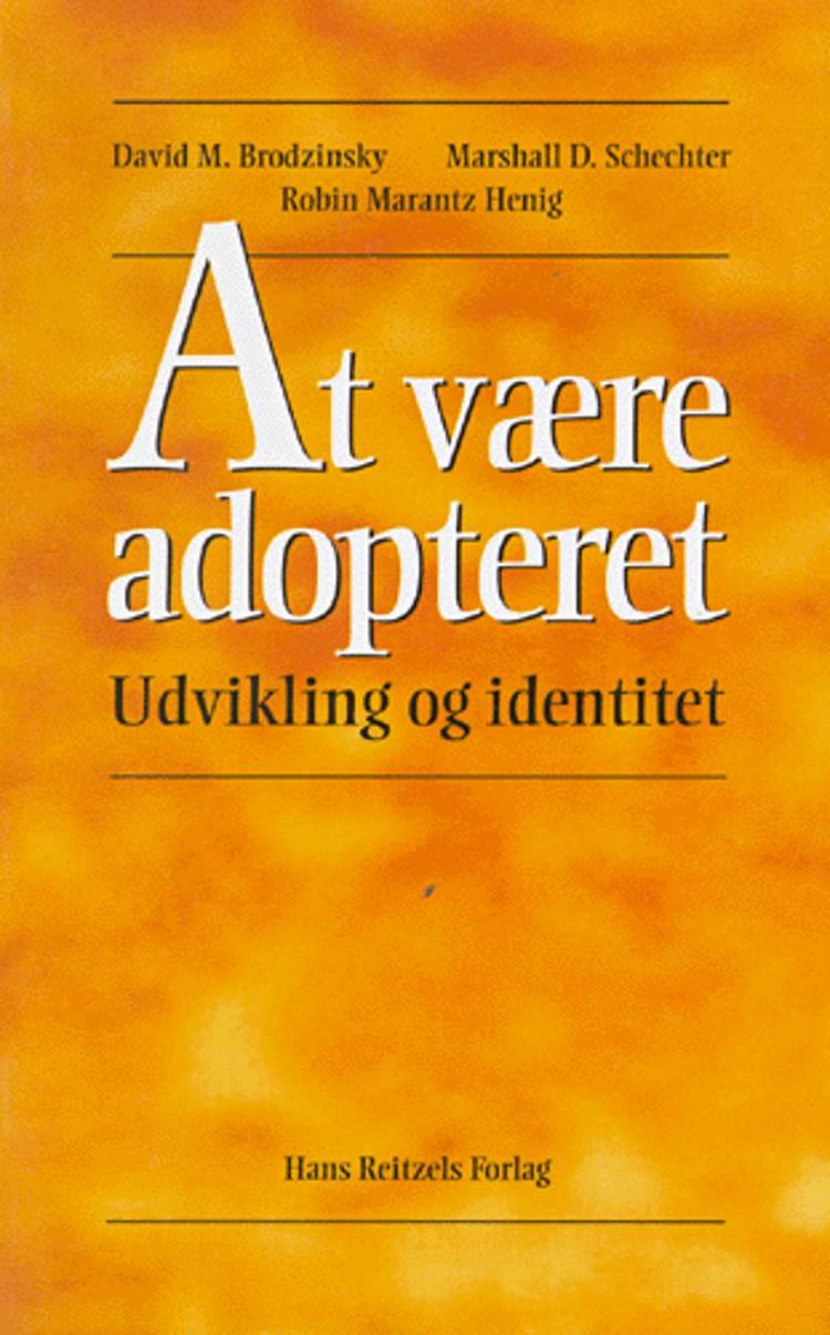 At være adopteret af Marshall D. Schechter, Robin Marantz Henig og David M. Brodzinsky